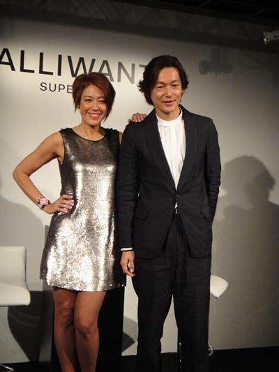 ALLIWANT発表会に登場した俳優の井浦新さんと映画コメンテーターのLiLiCoさん。