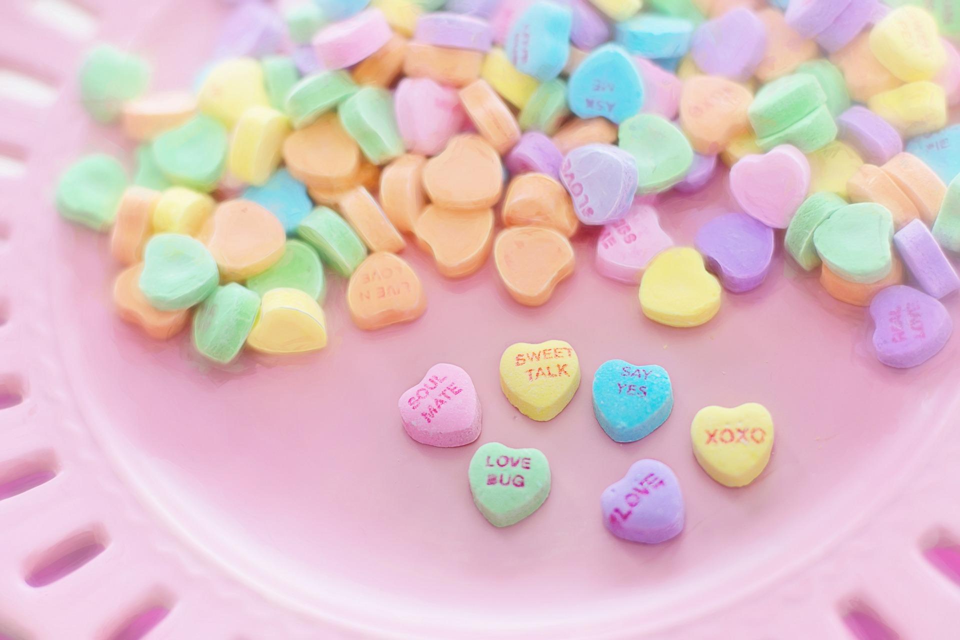 valentine-candy-626446_1920